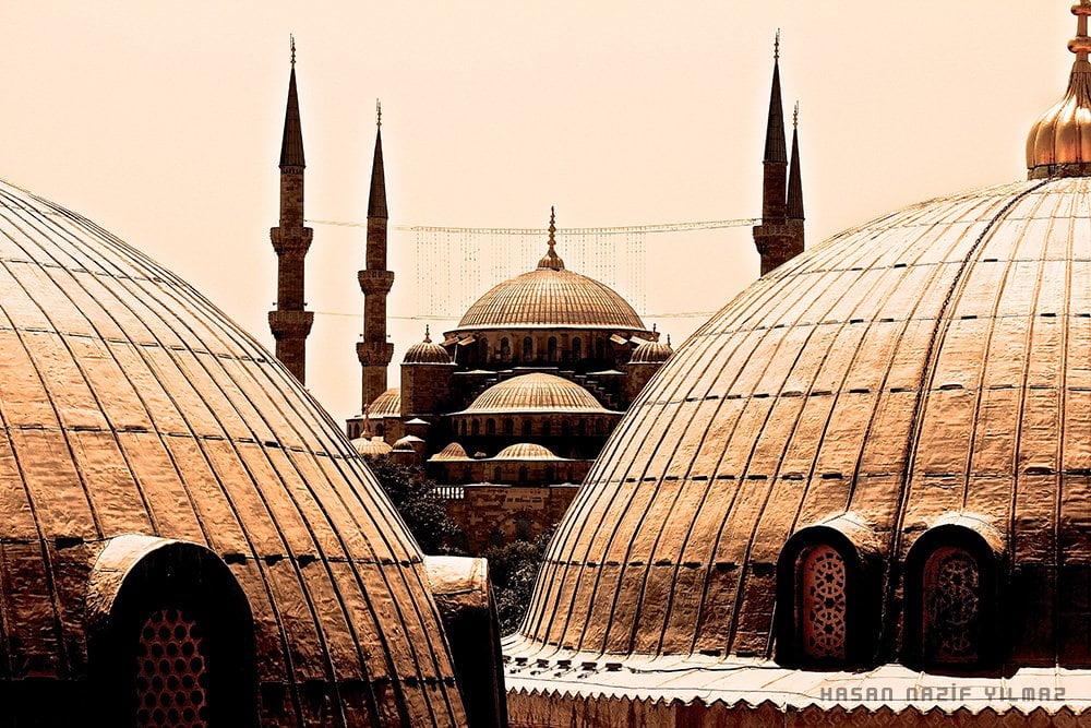 Ayasofya'nın üst kattından Sultan Ahmet Camii'nin görünümü. Fotoğraf : Hasan Nazif YILMAZ