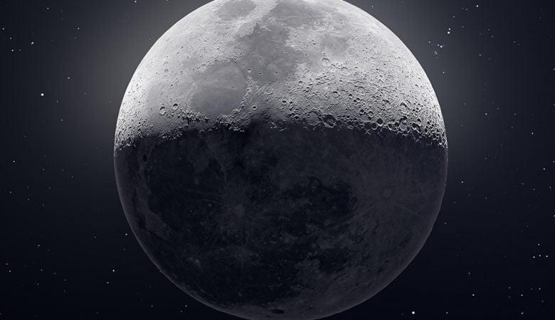 50.000'den fazla görüntü birleştirilerek Ay'ın ultra yüksek çözünürlüklü fotoğrafı elde edildi.