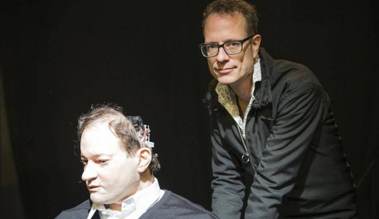 """Kundura Sahne, Stefan Kaegi'yi ve İnsansı Robot Performansı """"Tekinsiz Vadi""""yi Ağırlıyor"""
