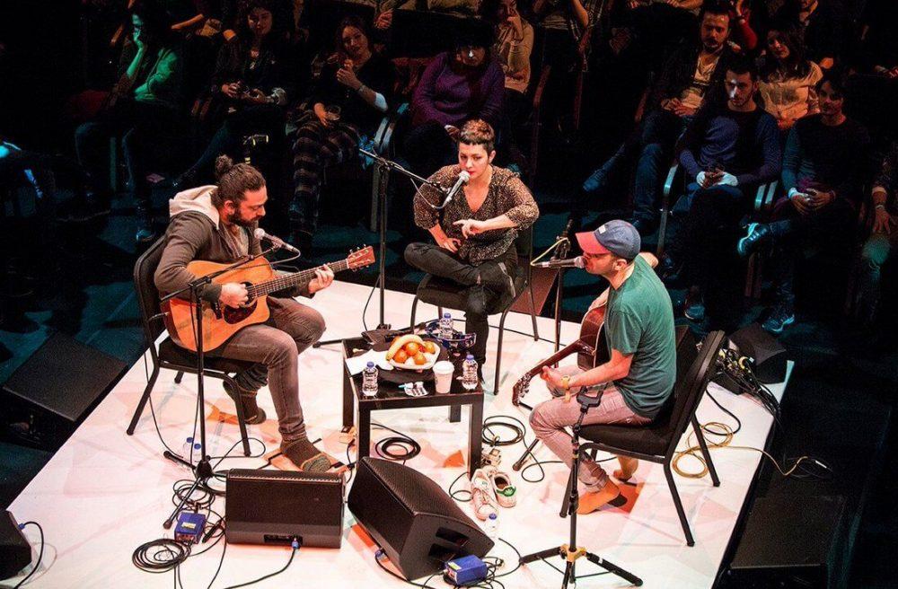 """""""Büyük Ev Ablukada"""" Akustik Performansları ile ENKA Açıkhava Tiyatrosu'nda"""