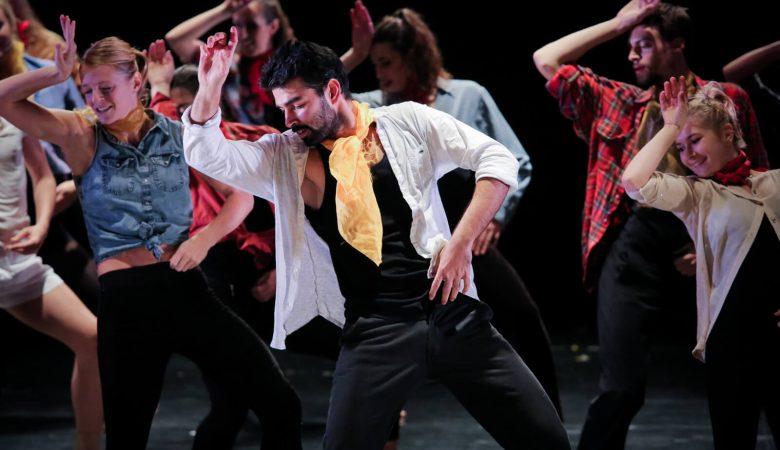 Ev Yapımı Bollywood Dansları Devam Ediyor!