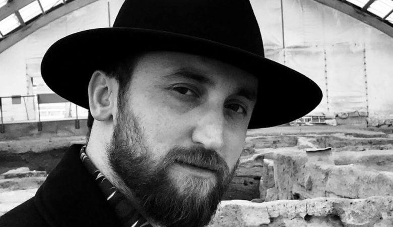 Genç Salı'da Bu Hafta Sanatçı Alper Aydın Gençlerle Buluşuyor